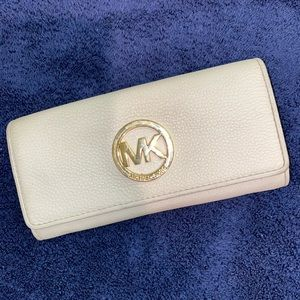 **VGUC** Michael Kors Beige/Cream Wallet.  Winner!